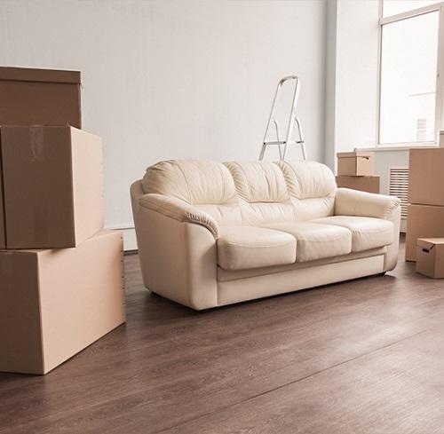 Sofa und Kartons - Wohnungsauflösung in Essen - KAden